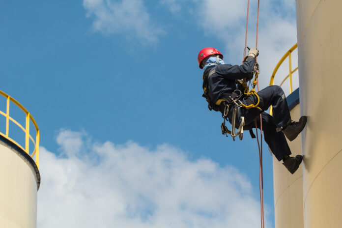 Male,Worker,Rope,Access,Inspection,Of,Thickness,Storage,Tank,Industry.