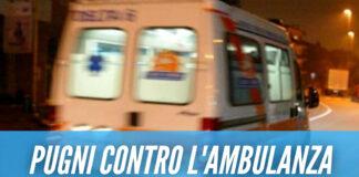 Baby gang in azione a Napoli, ancora un assalto al 118: «Si sono appesi al tetto dell'ambulanza»