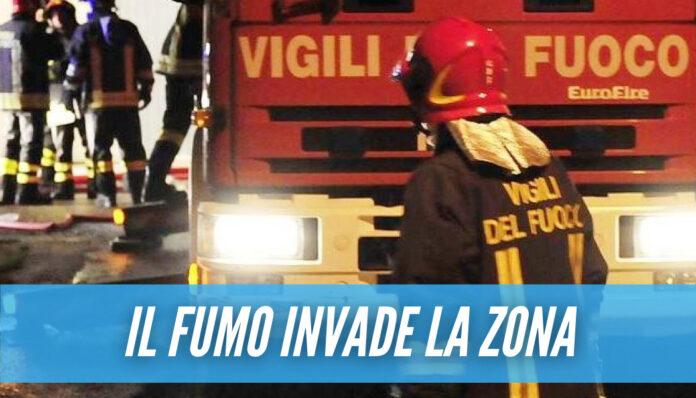 Incendio a Marano, fiamme in un deposito edile: vigili del fuoco sul posto