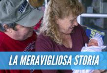 Partorisce a 57 anni dopo aver perso la figlia per un tumore, la storia di Barbara fa il giro del mondo