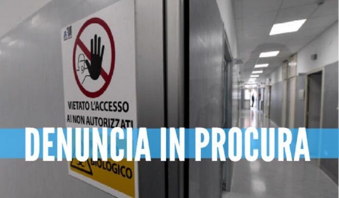 Scandalo nell'Asl di Napoli, 12 dipendenti si gonfiano lo stipendio: in tasca 150mila euro in più