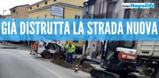 """Giugliano, distrutte strade appena rifatte: polemica sui lavori alla fibra ottica. Carlea: """"Spreco di soldi pubblici"""""""