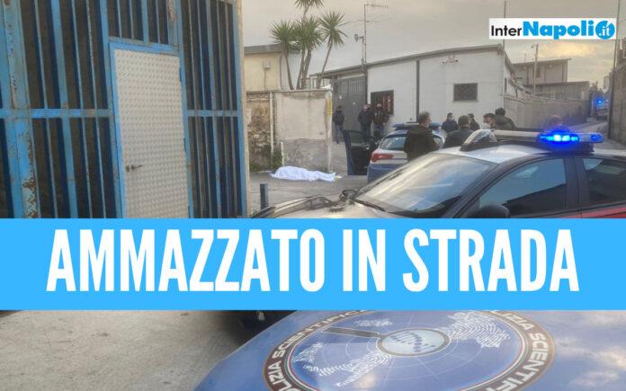 Uomo ammazzato in strada a Napoli, mistero sulla vittima: indaga la polizia