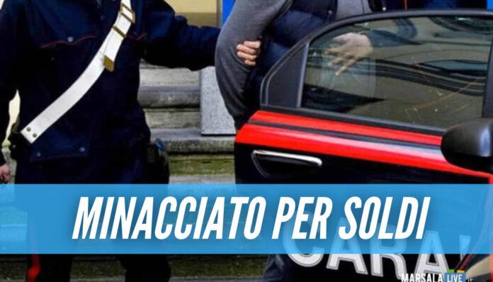 Follia a Napoli, punta il coltello alla gola del padre 80enne per i soldi delle sigarette