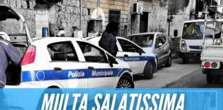 Getta dalla finestra mobili e rifiuti, panico in strada ad Arzano