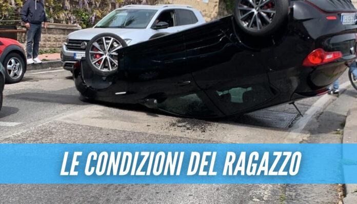 Incidente in via Orazio, auto si ribalta dopo lo scontro: grave il ragazzo di 26 anni
