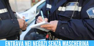 Positivo dal Covid, gira senza mascherina tra i negozi in provincia di Napoli: la rabbia del sindaco