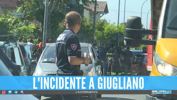 Grave incidente a Giugliano, scontro tra 3 auto: corsa in ospedale