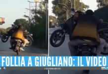 Motorino in sella allo scooter a Giugliano, il video di Luca Abete