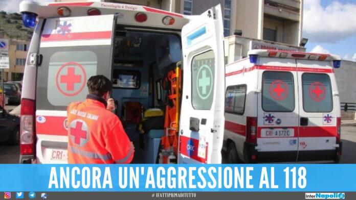 Calcio in pieno petto al medico, poi aggredisce l'infermiere in ospedale: notte di follia a Ponticelli