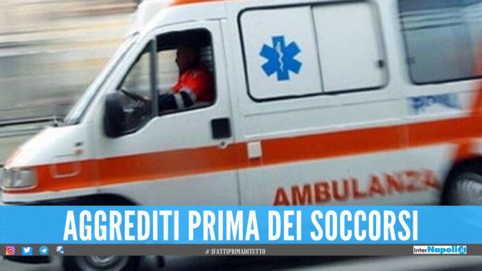 Medici del 118 aggrediti a Napoli, fermati in strada e picchiati con calci e pugni