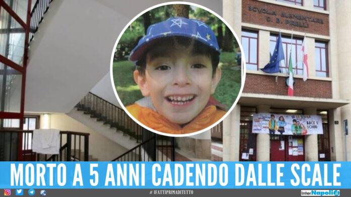 Sullo sfondo le scale della scuola di Milano, nel cerchio la foto del piccolo Leonardo
