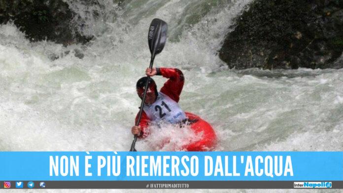 Cade in acqua durante il corso di kayak, 13enne muore annegato davanti agli amiciCade in acqua durante il corso di kayak, 13enne muore annegato davanti agli amici