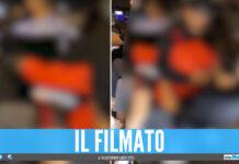In quattro sul motorino a Napoli, il video virale sui social