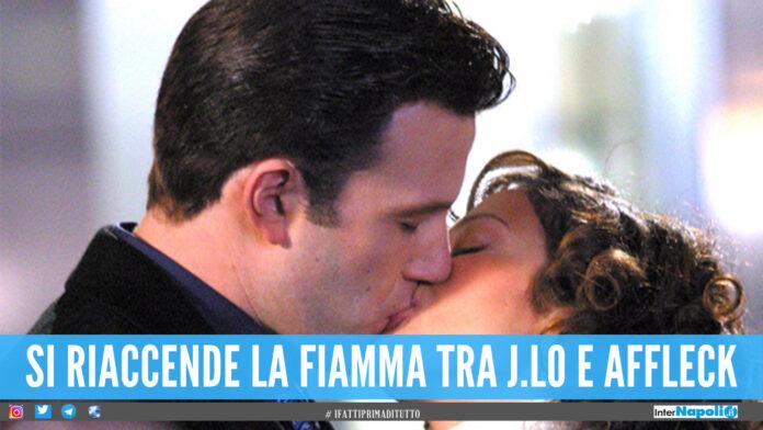 Jennifer Lopez e Ben Affleck: bacio in pubblico, la fiamma si riaccende