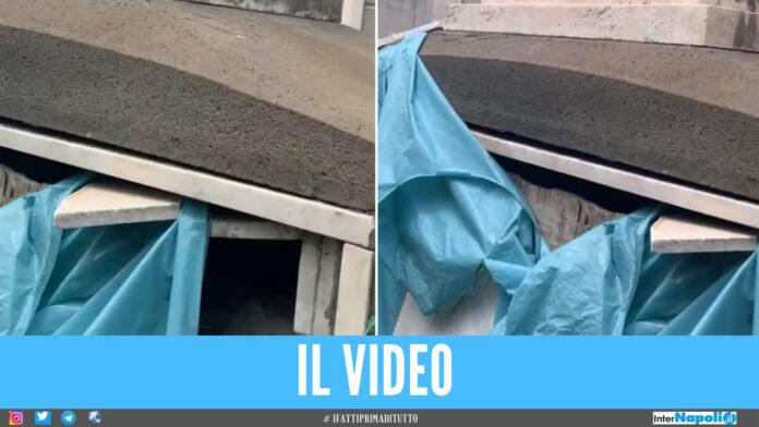 Macabra scoperta nel cimitero di Napoli, spunta cadavere avvolto da una busta di plastica