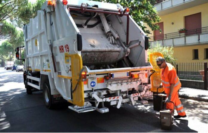 Sciopero degli addetti alla raccolta rifiuti, niente ritiro anche a Giugliano: il comunicato dei sindacati