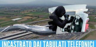 Assaltava le auto in sosta alla stazione di Afragola, arrestato grazie allo smartphone