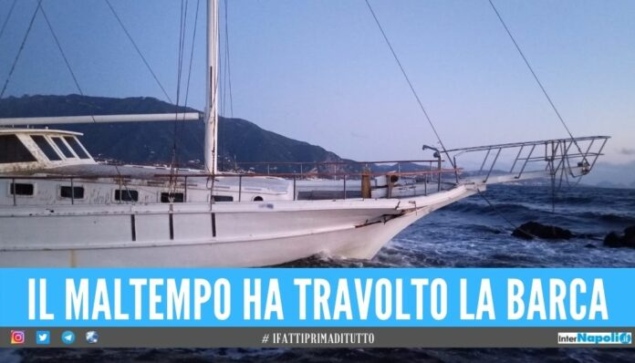 Barca a vela spiaggiata in provincia di Napoli, era senza passeggeri