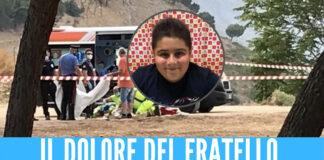 """Gabriele morto schiacciato dalla porta, il video del fratello in lacrime su Fb: """"Non si può morire così"""""""