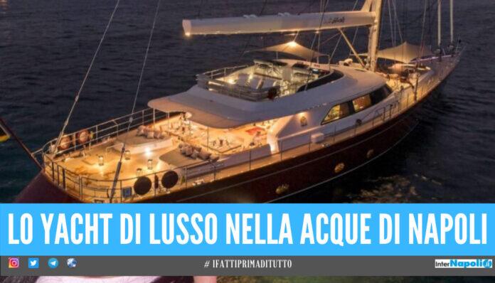 Yacht di superlusso nel golfo napoletano, il costo dell'affitto è di 140mila euro a settimana