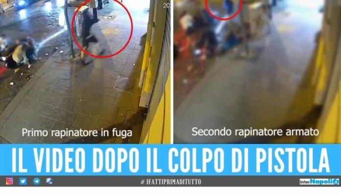 Poliziotto ferito durante la festa a Napoli, la fuga dei 2 dopo la rapina il video