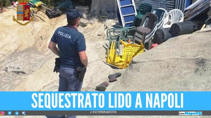 Sequestrato lido abusivo a Napoli, lettini e sedie affittati senza autorizzazione