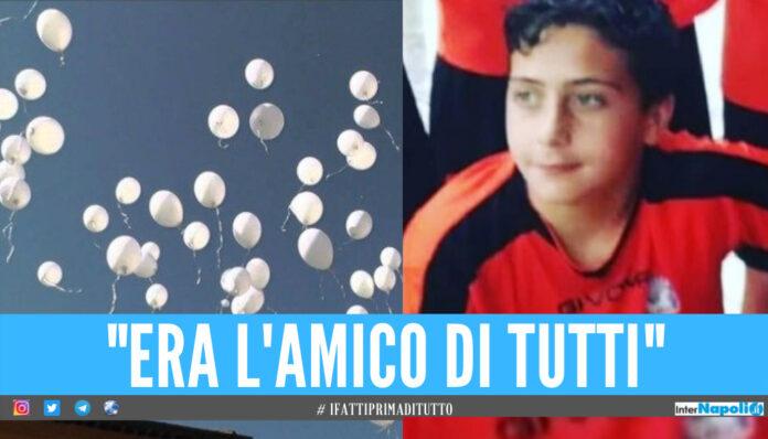 Palloncini bianchi e lacrime per Christian, giornata di dolore a Caserta per i funerali del 14enne