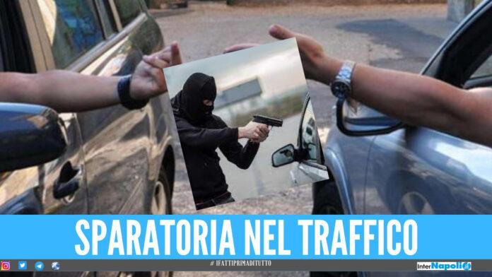 Lite nel traffico a Giugliano poi gli spari: