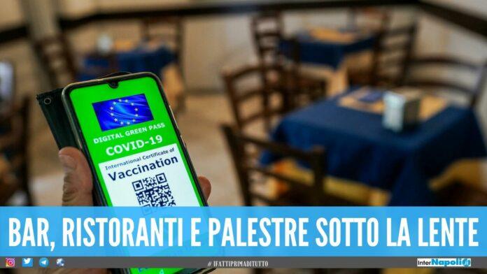 Clienti beccati senza Green Pass a Napoli, multe in pizzeria e al ristorante