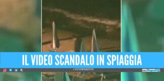 Sesso in spiaggia tra ombrelloni e sdraio, il video finisce sui social: l'ira del sindaco