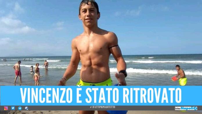 Lacrime ma di gioia a Qualiano, il 13enne Vincenzo ritrovato a Villaricca nella villa comunale