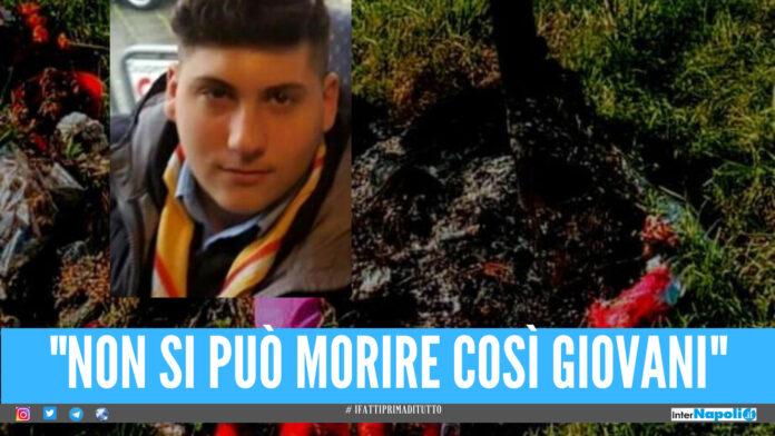Guantoni da pugile, fiori e lumini dov'è stato ucciso Gennaro: