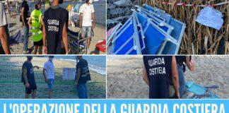 Occupavano 2 spiagge libere ad Ischia, sequestrati ombrelloni e sdraio