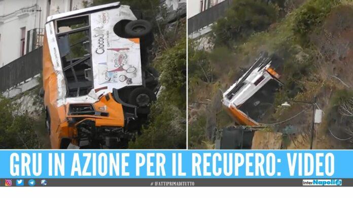 Recupero con 'brivido' a Capri, il bus rischia la caduta dopo l'aggancio