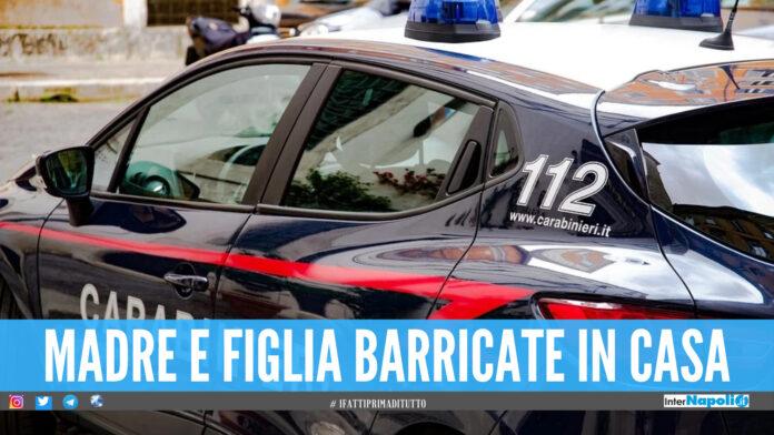 Tenta di uccidere la compagna e la figlia, poi picchia 3 carabinieri: follia a Pomigliano