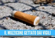I vigili gettano il mozzicone di sigaretta, ma finisce sui capelli di un bimbo e li brucia