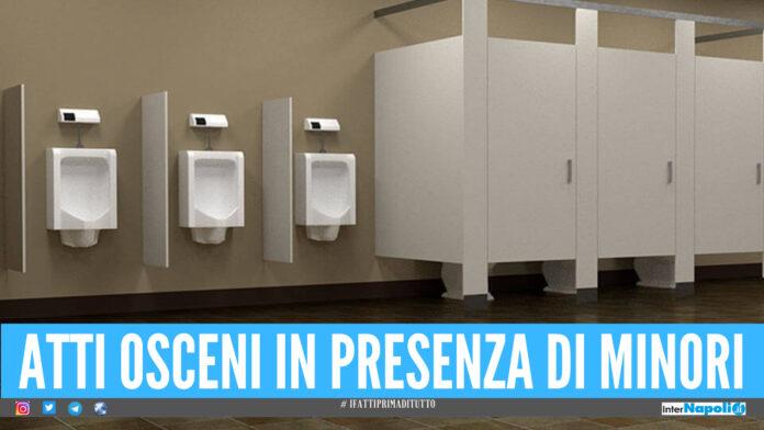Mostra genitali nel bagno ad un bimbo, nei guai 32enne della provincia di Napoli