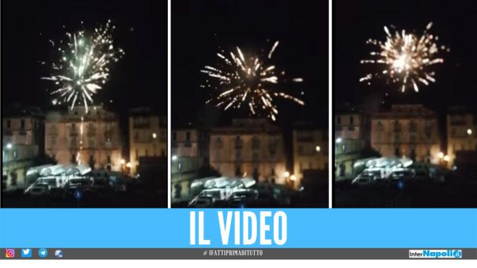 Fuochi d'artificio fuori al Policlinico di Napoli, screen video Francesco Emilio Borrelli