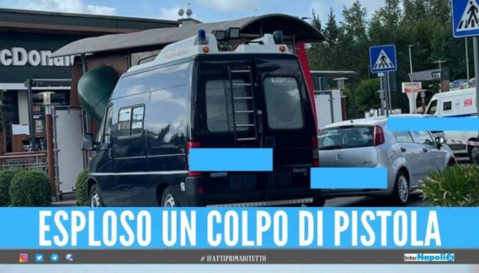 Rapina al McDonald's a Pomigliano, banditi in fuga con 50mila euro