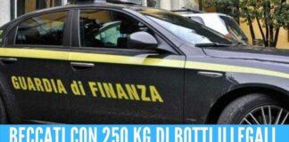 Si tenevano vestiti e fuochi d'artificio sequestrati, sospesi 3 finanzieri a Napoli