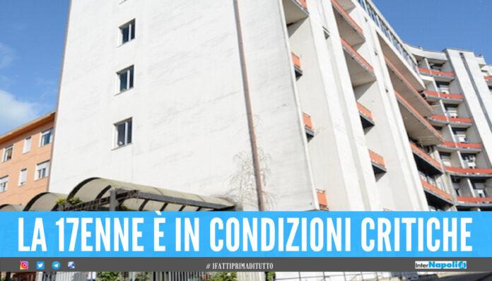 Dramma all'ospedale di Salerno, 17enne precipita dal quarto piano: è grave