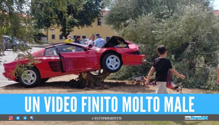 Sgomma con la Ferrari per girare un video, anziano si schianta contro un ulivo