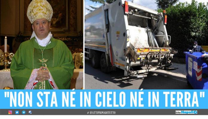 Il vescovo di Acerra, monsignor Antonio Di Donna