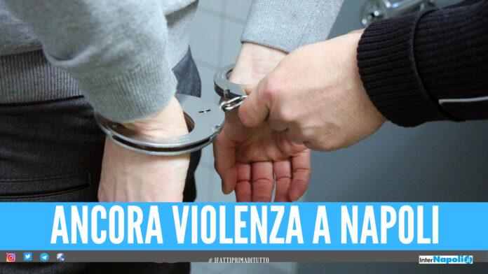 Violenza a Napoli, picchia la compagna e tenta di rubare la pistola ad un poliziotto: arrestato