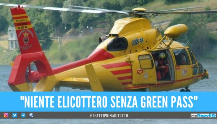 Auto finisce nel lago di Garda, vietato elicottero ai soccorritori: