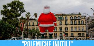 """Babbo Natale nella piazza di Napoli, parla il soprintendente: """"Era totalmente abusivo"""""""