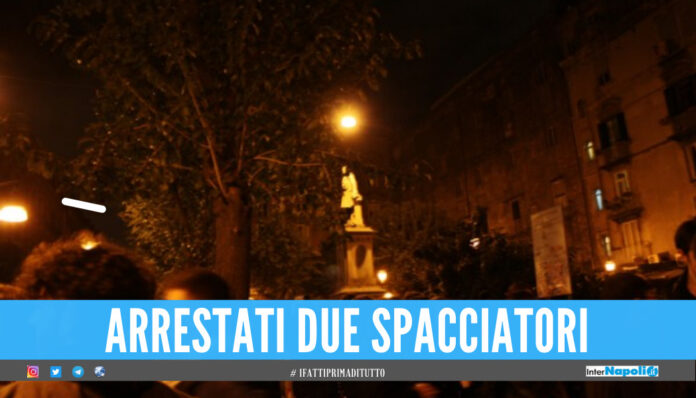 Sorpresi a spacciare in piazza Bellini a Napoli, 2 pusher arrestati dai falchi