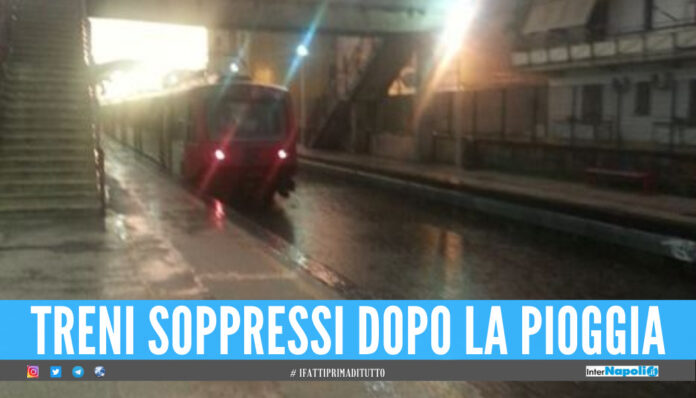 Maltempo a Napoli, allagata la Circumvesuviana: cancellate le prime corse di stamattina
