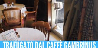 Vergogna a Napoli, rubato impermeabile copia commissario Ricciardi al Caffè Gambrinus